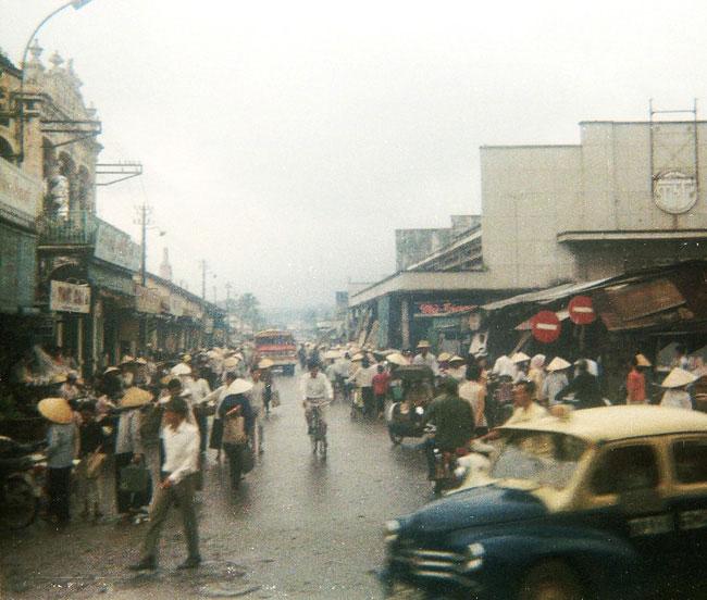 Đường Bùi Hữu Nghĩa nhìn từ phía trước chợ, 1969.
