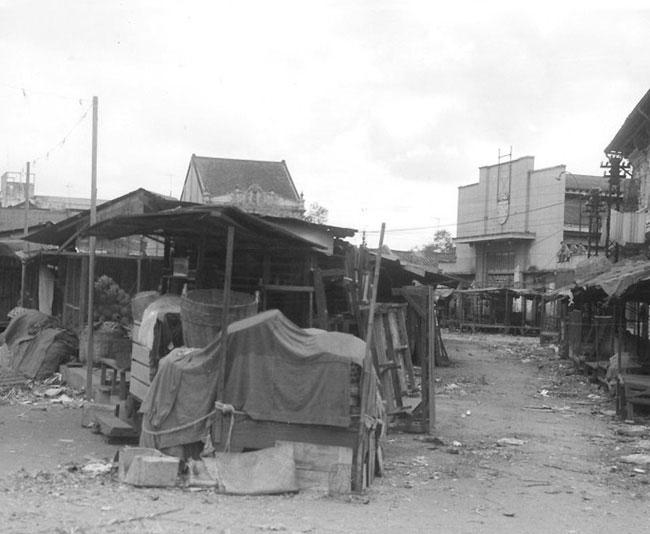 Cảnh tượng tiêu điều ở chợ Bà Chiểu trong chiến sự Mậu Thân, tháng 1/1968.