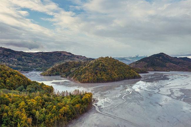 Những dòng sông chết.