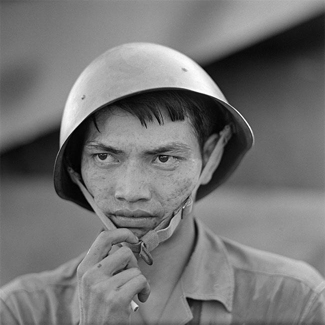 Trong ảnh là người lính ở phía Tây Bắc Hà Nội được chụp năm 1967.