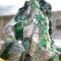 """Đá pegmatit - Ngọc quý """"mọc"""" dưới lòng đất trong vài giờ"""