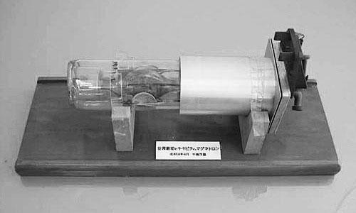 Một ống magnetron được Nhật chế tạo hồi năm 1939.