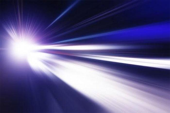 Ánh sáng là bức xạ điện từ.
