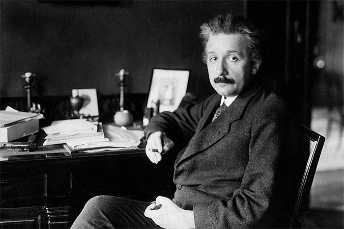 Không phải chỉ có mỗi Einstein nghiên cứu về phương trình E=mc^2