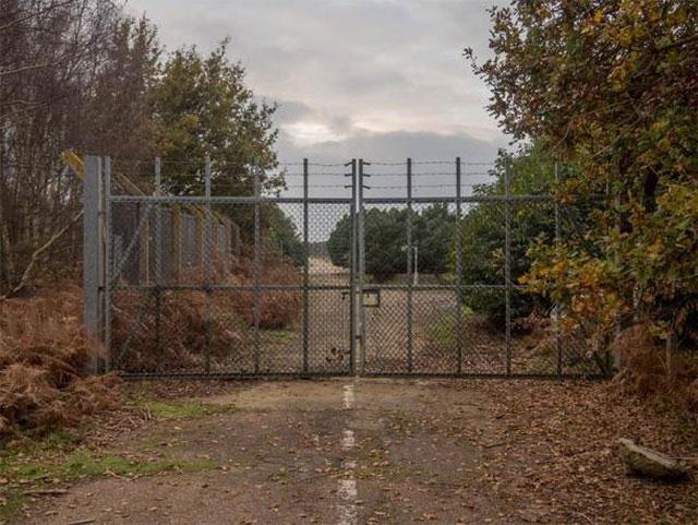 Cổng phía Đông tại RAF Woodbridge, nơi bắt đầu sự cố UFO ở rừng Rendlesham.