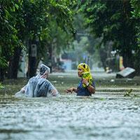 Vì sao miền Trung mưa lũ kéo dài?