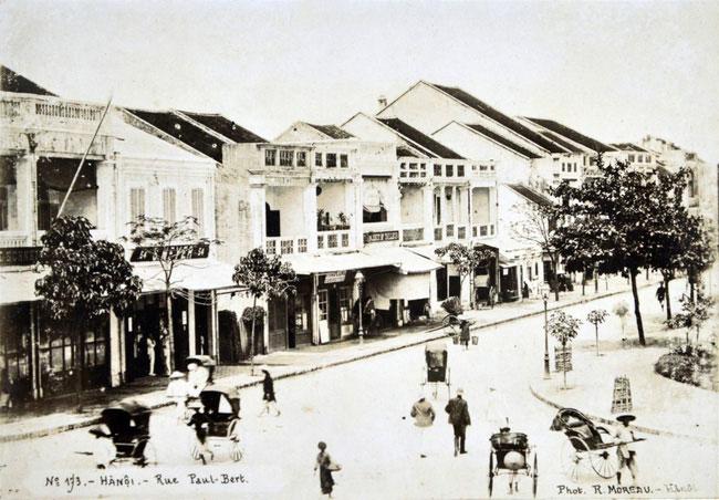 Phố Paul Bert (nay là phố Tràng Tiền), con phố sang trọng nhất Hà Nội thời thuộc địa.