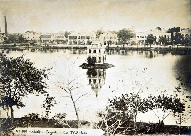 Hồ Gươm ở Hà Nội giai đoạn 1890-1895.