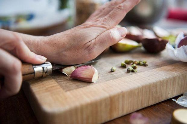 Từ bao đời nay, y học cổ truyền đã biết dùng tỏi để phòng, chống nhiều bệnh nguy hiểm.