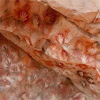 Thông điệp bí ẩn từ bức họa 9.000 năm tuổi đầy dấu bàn tay trong hang động này