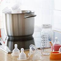 Trẻ sơ sinh uống phải một triệu hạt vi nhựa mỗi ngày qua sữa bình