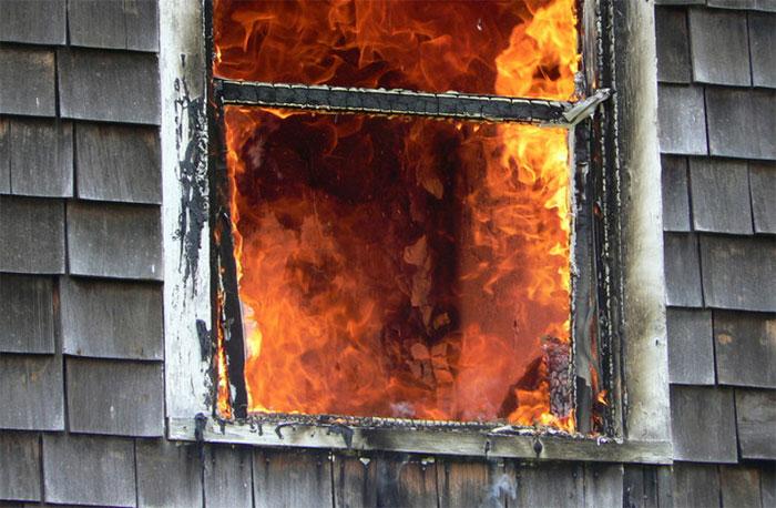 Kính vỡ và khả năng chống vỡ của nó đang được các nhà mô hình hỏa hoạn quan tâm.