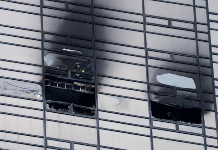 Cửa sổ thường ít có khả năng chống cháy hơn so với tường.