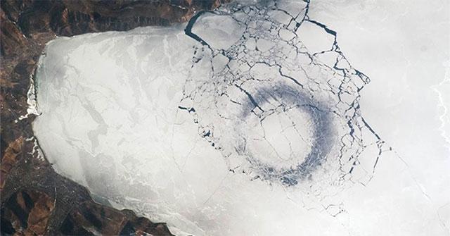 Bí ẩn những vòng băng trên hồ Baikal