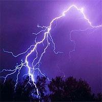 Làm thế nào để không bị sét đánh mùa dông bão?