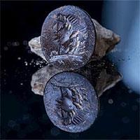 Con dấu ngọc bích 2.000 năm tuổi khắc hình thần Apollo