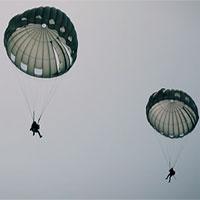 Cận cảnh màn nhảy dù xuống mặt nước cực nguy hiểm của đặc nhiệm Mỹ