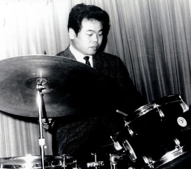 Khi học trường cấp 3, Inoue đã xin được chơi trống dù chẳng có kiến thức nền về âm nhạc.