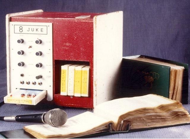 Juke 8, máy hát karaoke đầu tiên.