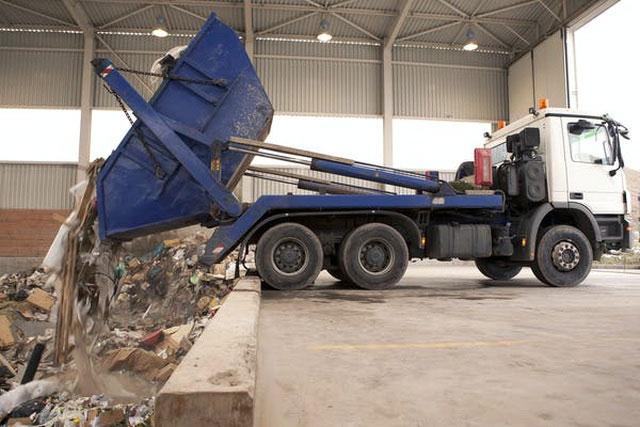 Đốt rác có thể thải ra các chất độc hại cho sức khỏe như là nitrogen oxide và dioxin.