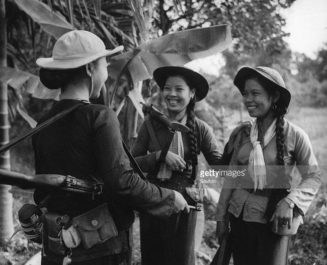 Nụ cười của các nữ chiến sĩ du kích Giải phóng ở miền Nam, 1966.