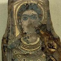 Rùng mình 3 bức tượng dát vàng là xác người 2.000 năm phủ vữa