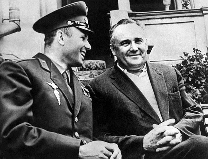 Phi hành gia vũ trụ Yuri Gagarin và Sergei Korolev
