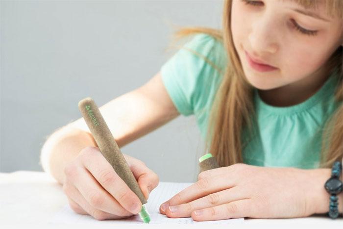 Bút Scribit có thể dùng để vẽ bằng tay hoặc sử dụng trong robot Scribit vẽ tường của CRA.