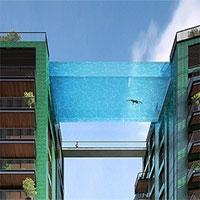 Bể bơi trong suốt treo giữa hai tòa nhà