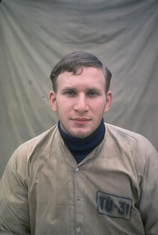 Chân dung phi công Mỹ William A. Robinson bị miền Bắc Việt Nam bắt sống.
