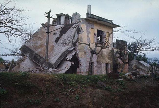 Một khu nhà bị hủy diệt do bom Mỹ ở Phủ Lý, tỉnh Nam Hà (Hà Nam ngày nay).