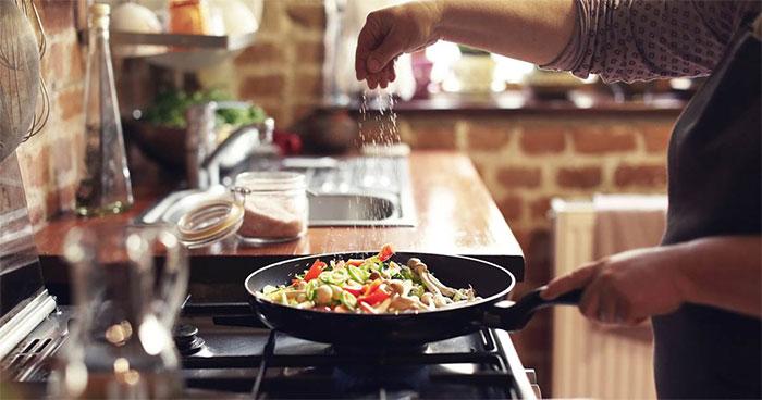 Thao tác chế biến và nấu chín thức ăn giúp chúng ta dễ hấp thu hơn