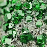 Sợ hãi vì tìm thấy khối đá quý dị thường trị giá 7.700 tỷ đồng