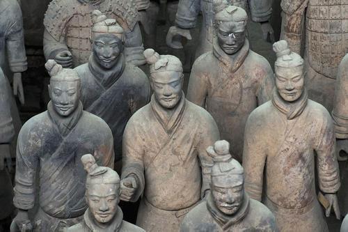 Tượng binh sĩ được bày trí trong Tần Lăng.
