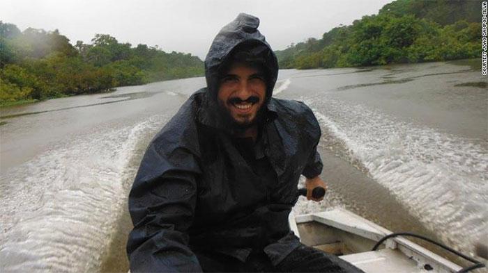 João Campos Silva trên sông bang Amazonas, Brazil.
