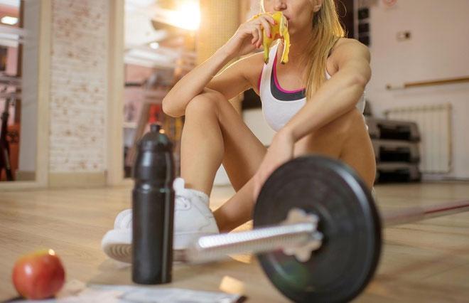 Ăn chuối sau buổi tập giúp cơ bắp phục hồi nhanh hơn.