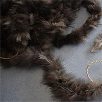 Chiếc chăn 800 năm tuổi kết từ 11.500 chiếc lông gà tây