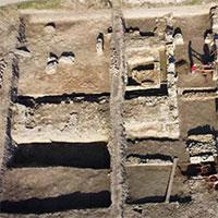 """Đào ruộng bắp, phát hiện """"pháo đài châu báu"""" 2.000 tuổi"""