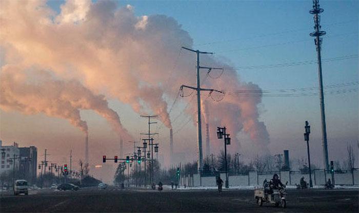 Ô nhiễm không khí từ xe cộ, nhà máy, cháy rừng góp phần gây bệnh Alzheimer
