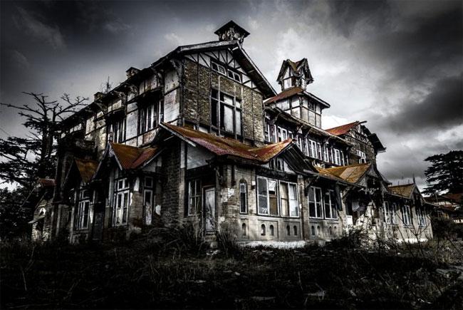 Một ngôi nhà bị bỏ hoang chỉ trong một vài năm, nó đã xuống cấp với tốc độ đáng kinh ngạc.