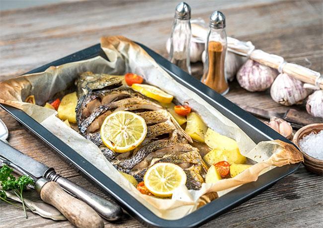 Nướng cá bằng lò nướng ít làm mất omega-3 hơn