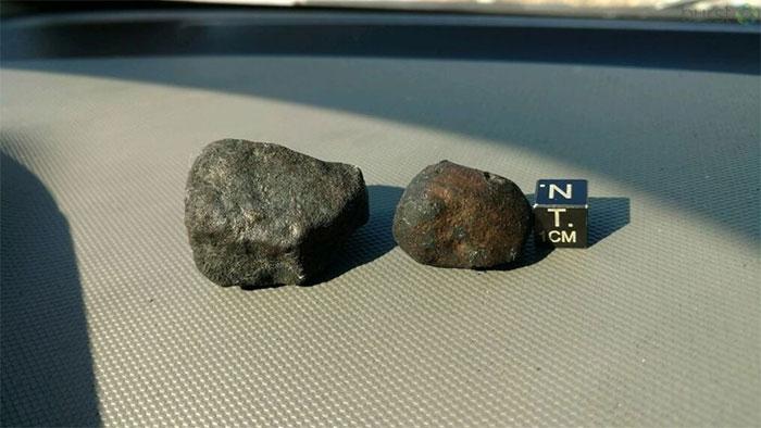Thiên thạch rơi trong thời kỳ Trái đất trẻ có thể mang các phân tử tương tự.