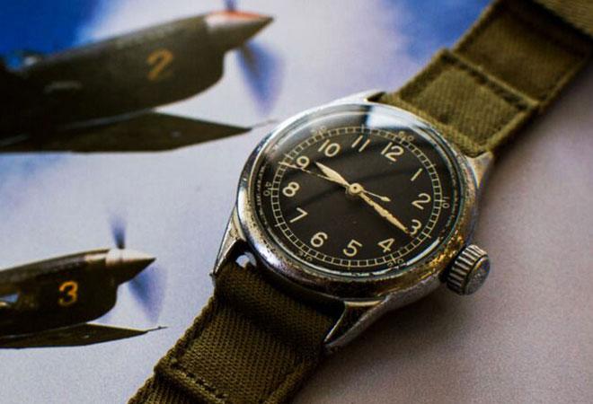 Chiếc đồng hồ A11 với tính năng hacking dừng giây của quân đội Mỹ.