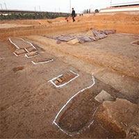 """Nhặt chậu đất, tìm ra kho báu: """"Cung điện mộ cổ"""" của hoàng đế 1.800 tuổi"""