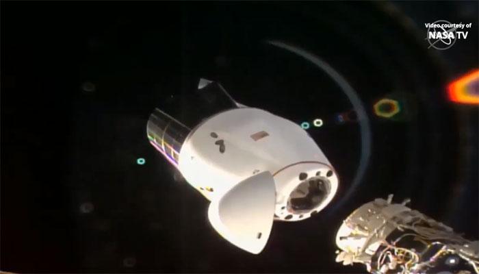 Nhiệm vụ này đánh dấu lần đầu tiên hai tàu vũ trụ Dragon cùng lúc ghép nối với trạm ISS.