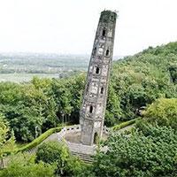 """Tòa tháp """"nghiêng vẹo"""" 7 độ, chân tháp bị phá hủy, nhưng tồn tại 1.000 năm"""