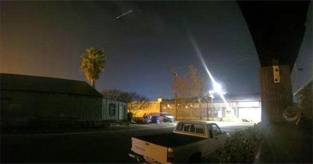 Bí ẩn về vật thể lạ xuất hiện trên bầu trời Mỹ