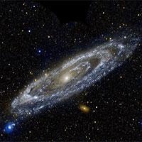 Tại sao chúng ta có thể nhìn thấy các thiên hà xa xôi mà không thể thấy các hành tinh lân cận?