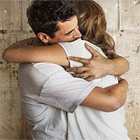 Vì sao cái ôm có thể giúp chúng ta vui hơn nhưng có người lại không thích?