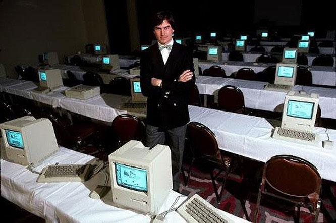 Jobs đoán rằng, máy tính trở nên hữu ích hơn ngoài mục đích kinh doanh là kết nối.
